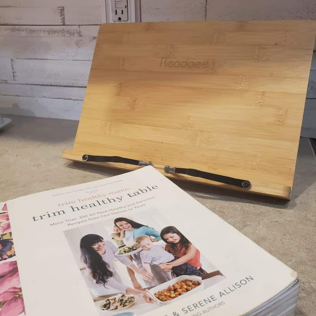 Readaee stand with the Trim Healthy Mama book